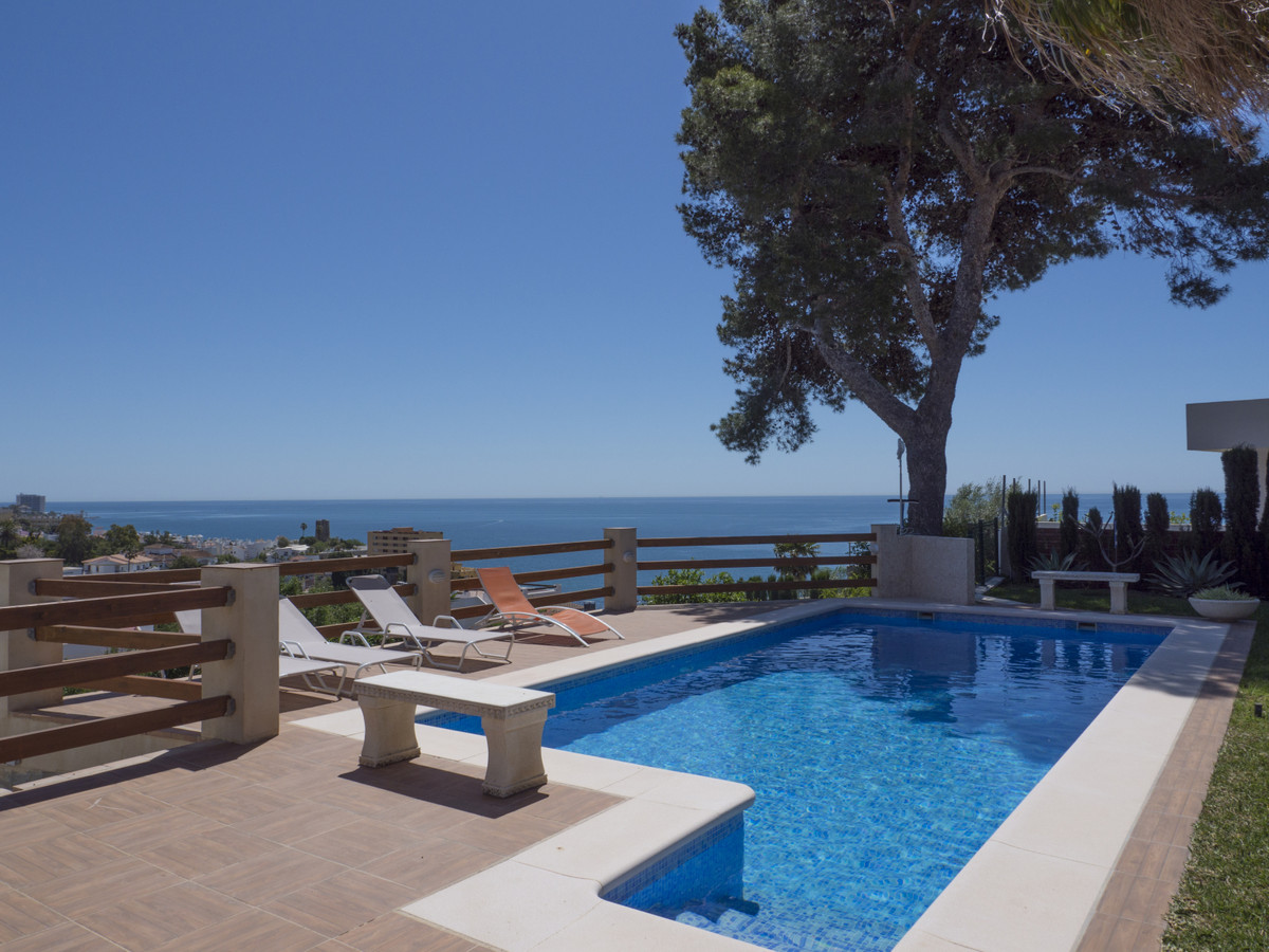 Beautiful detached villa situated in a unique site located just 350 meters from the coast and 800 me,Spain