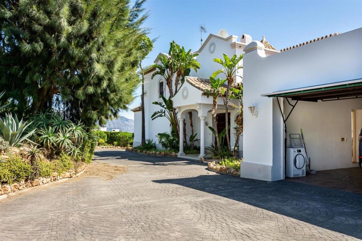 Detached Villa for sale in El Paraiso R3543013