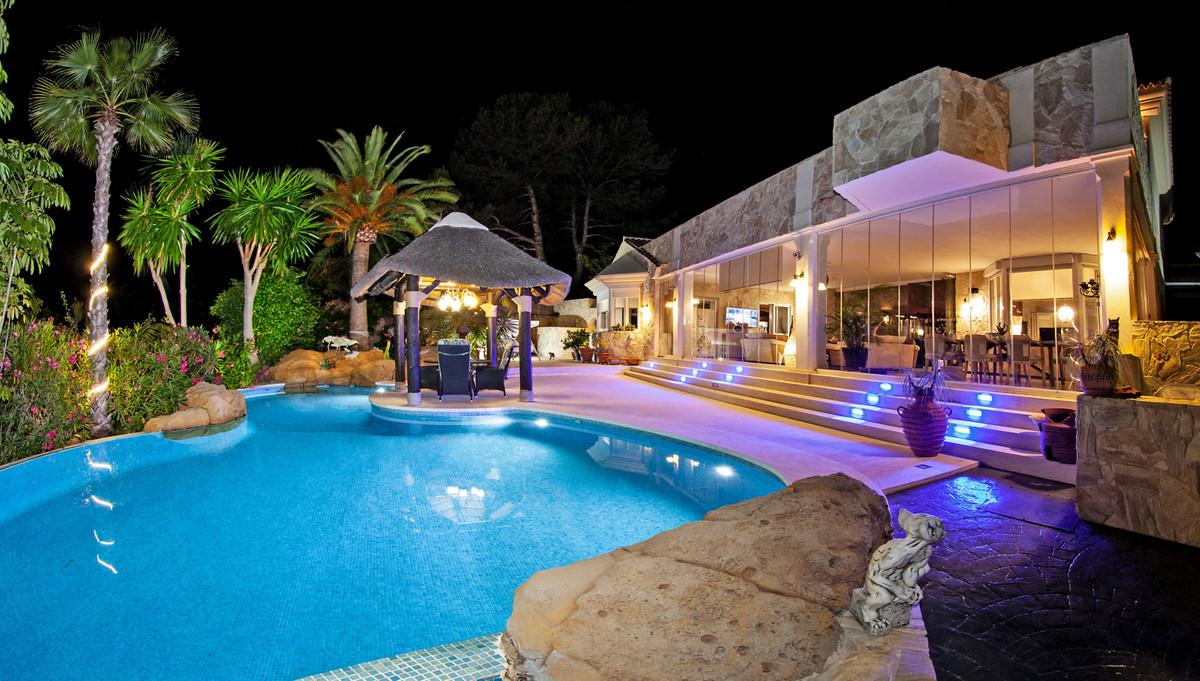 5 dormitorio villa en venta elviria
