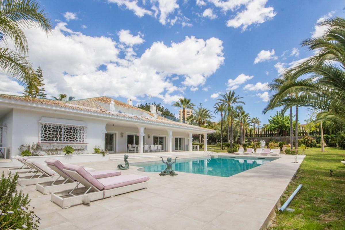 Marbella Banus Villa – Chalet en Venta en Nueva Andalucía – R3400291