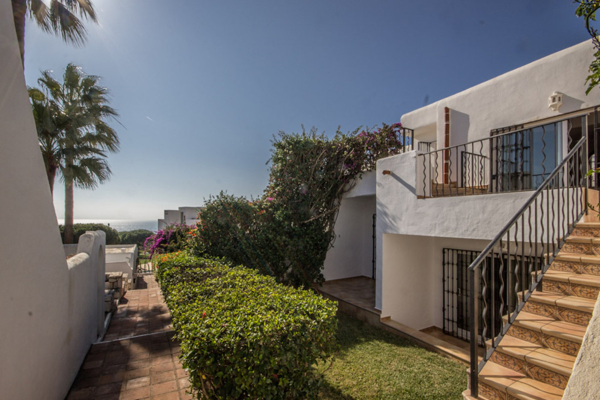 Pueblo Samisol - Cabopino  lovely 3 bedroom house with sea views located in the charming complex of ,Spain