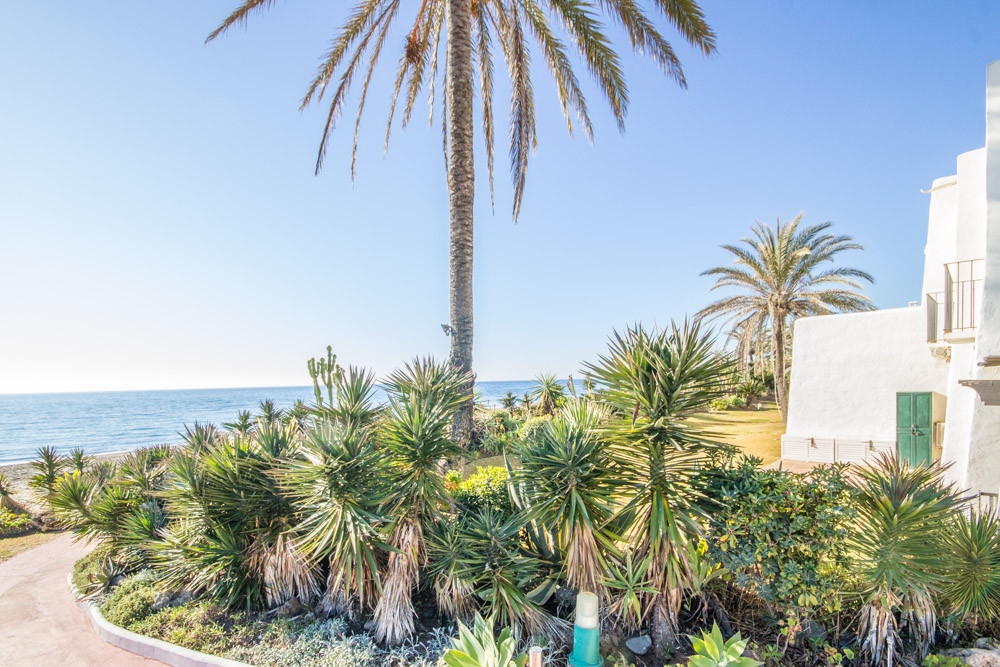 Charming 2 bed ensuite townhouse located in the beachfront Urbanisation Villacana, Cancelada, in Est, Spain