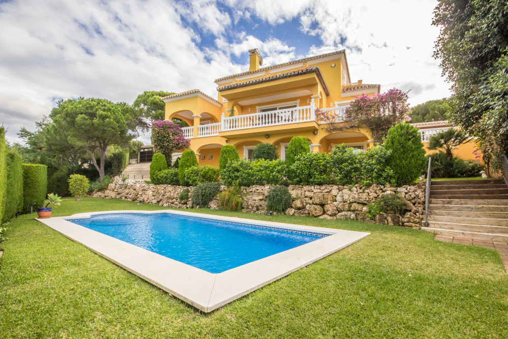 Beautiful Villa in the heart of Elviria with panoramic views. The 3 storey Villa was built in 2001 a, Spain