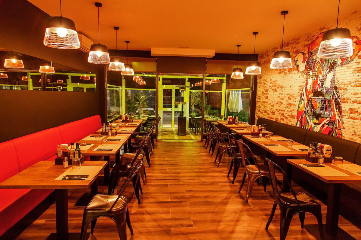 Prime located restaurant for lease 5+5 years on the Aloha Strip, Nueva Andalucia. The restaurant is , Spain