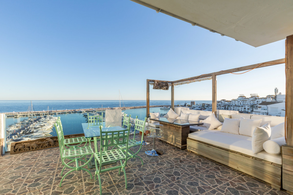 Duplex penthouse located in a building on the second line of the port. 201 m2 house + 60 m2 terraces,Spain