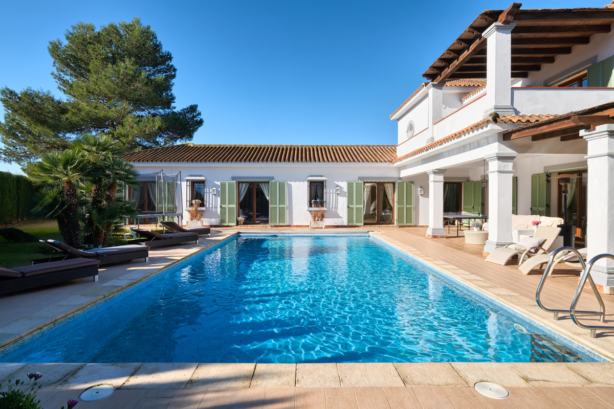 Sotogrande Costa  Traditional cozy quality villa located in the residencial area of Sotogrande Costa, Spain