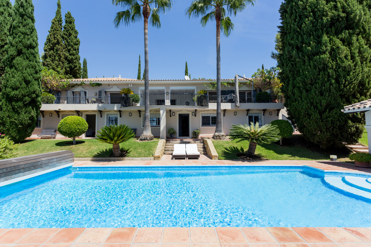 5 bedroom villa for sale benahavis