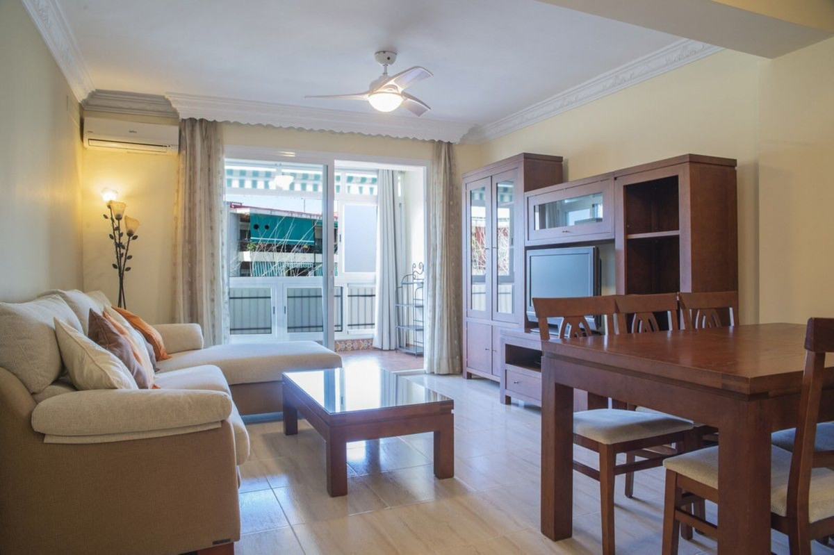 Apartment in very good condition, as it was completely renovated a few years ago. It is located in t,Spain