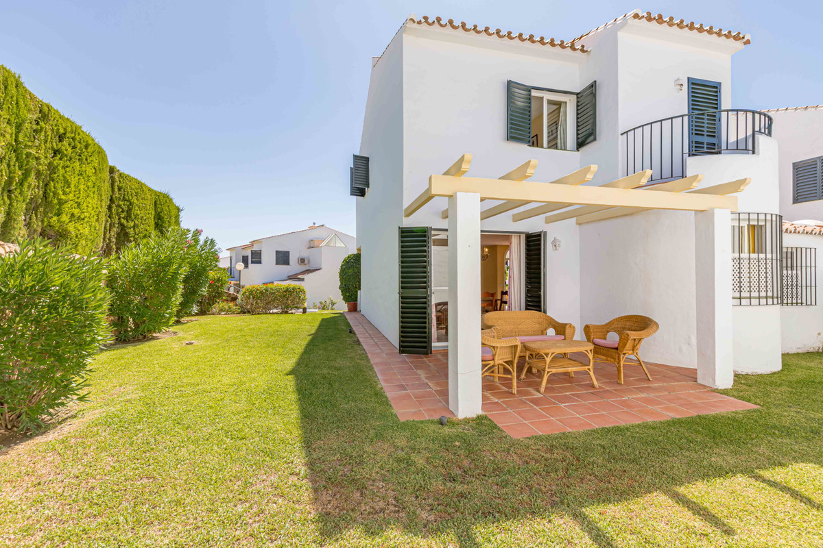 Corner townhouse located in an urbanization in the Monte Biarritz area, Estepona, very close to Guad, Spain
