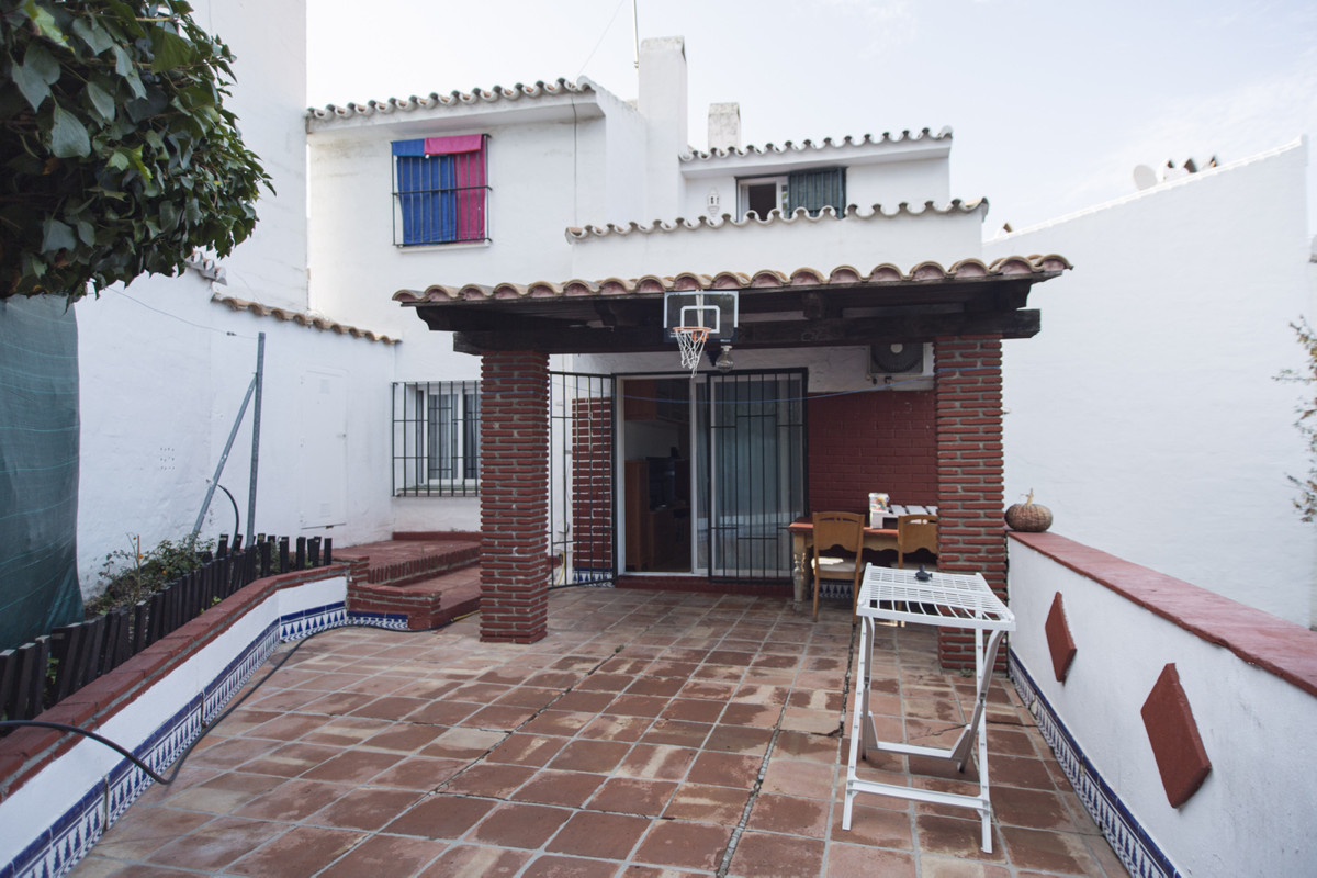 House in gated urbanisation of approximately 312 m2 of land with construction of 112m2 in a gated ur,Spain