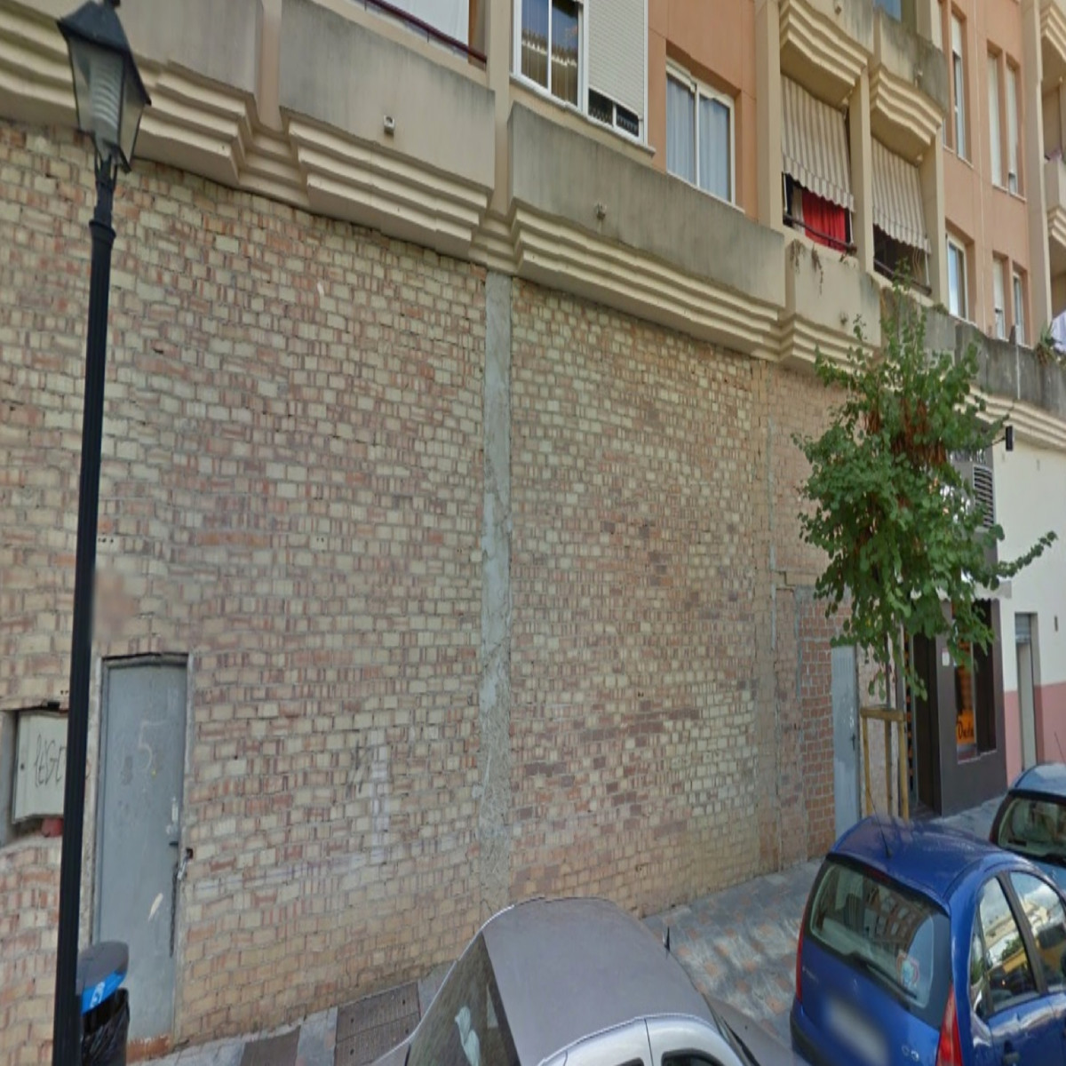 For sale commercial premises located in the center of Fuengirola, next to the bullring, the Zoo and ,Spain