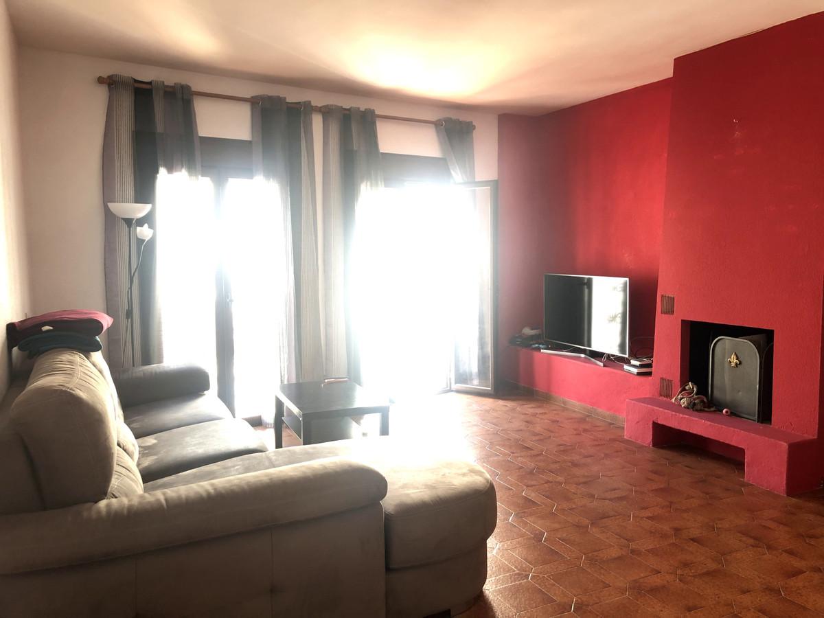 Middle Floor Apartment in Puerto Banús
