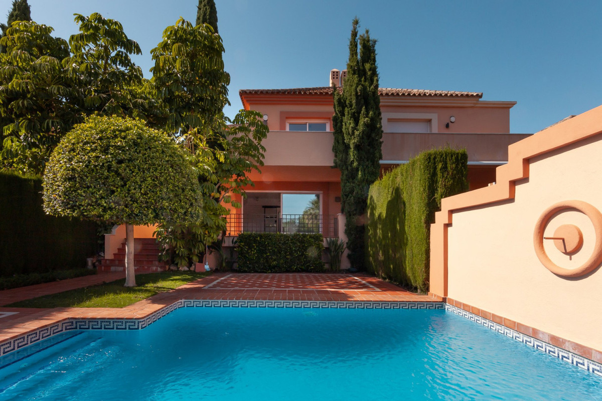 Magnificent three bedroom semi-detached villa in Altos de Puente Romano, Marbella  In an area with a, Spain