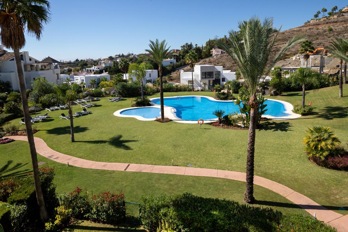 R3525193 | Penthouse in El Paraiso – € 1,050,000 – 3 beds, 3 baths