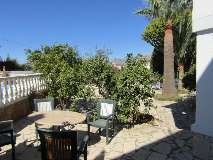Large detached villa or villa and business, with pool, garage and close to town and beach in Albir. ,Spain