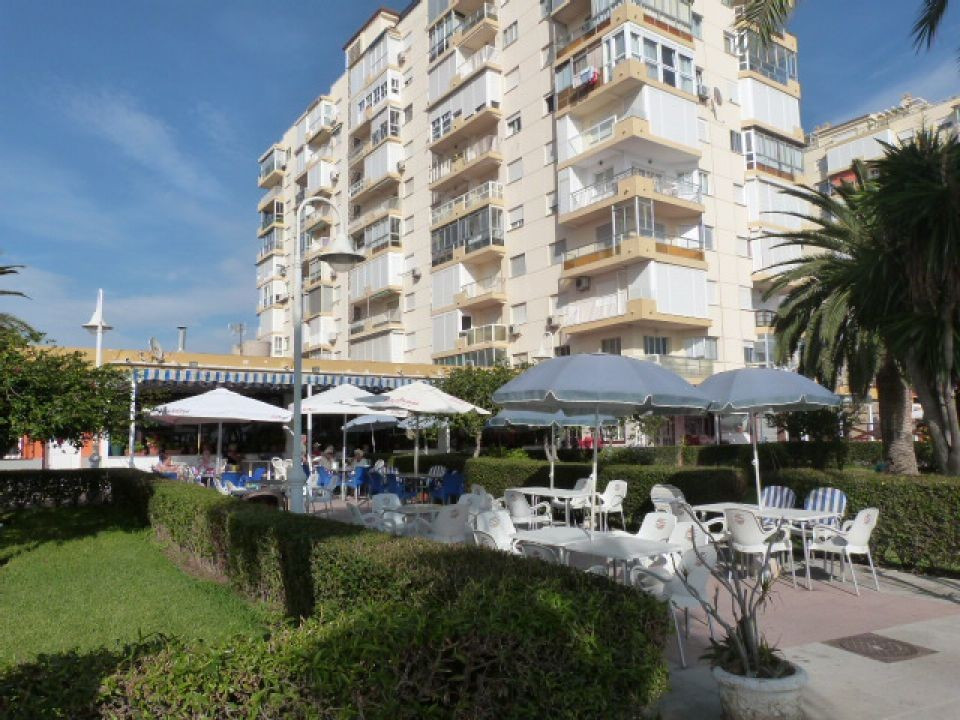 This front line apartment with sea views with light and airy accommodation comprising 2 bedrooms, 1 , Spain
