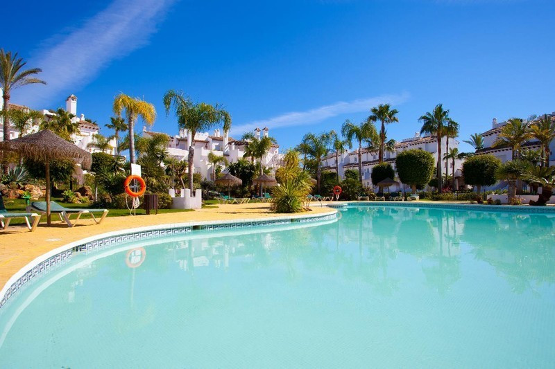 Fantastic semi-detached house of 300m2 in front of the beach. In a luxury complex with several swimm,Spain