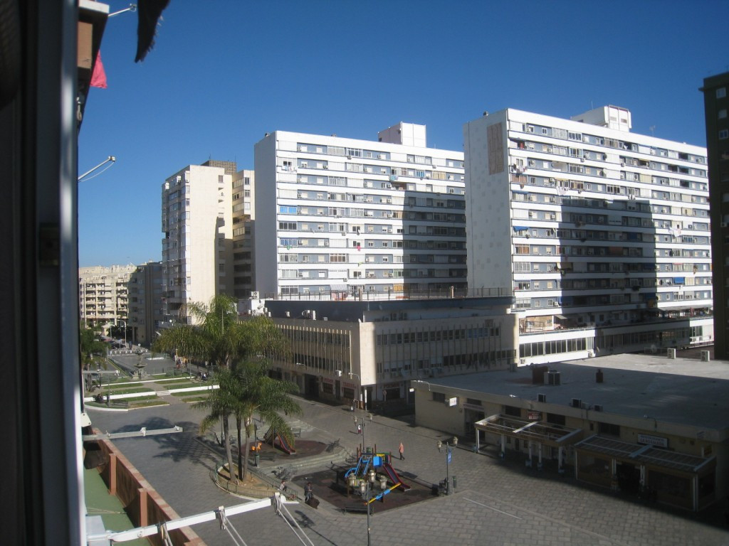 Excellent studio apartment located right in the center of Torremolinos. You can walk to all amenitie, Spain