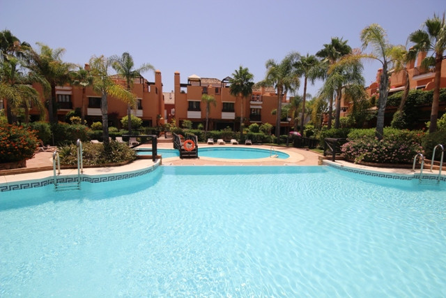 Great townhouse in Bahia de Marbella, just a few steps from one of the best beaches in the area. Spa,Spain
