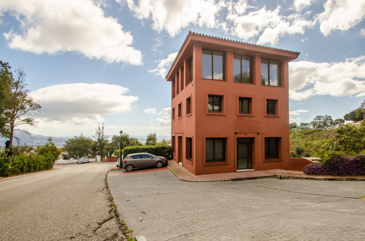 Nice spacious office available for rent in La Mairena  with big parking area, easy access , on the m,Spain