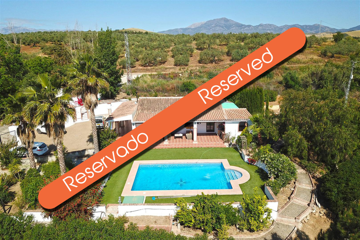 This is a stunning country home located in a beautiful rural area just 6km from the town.  The house,Spain