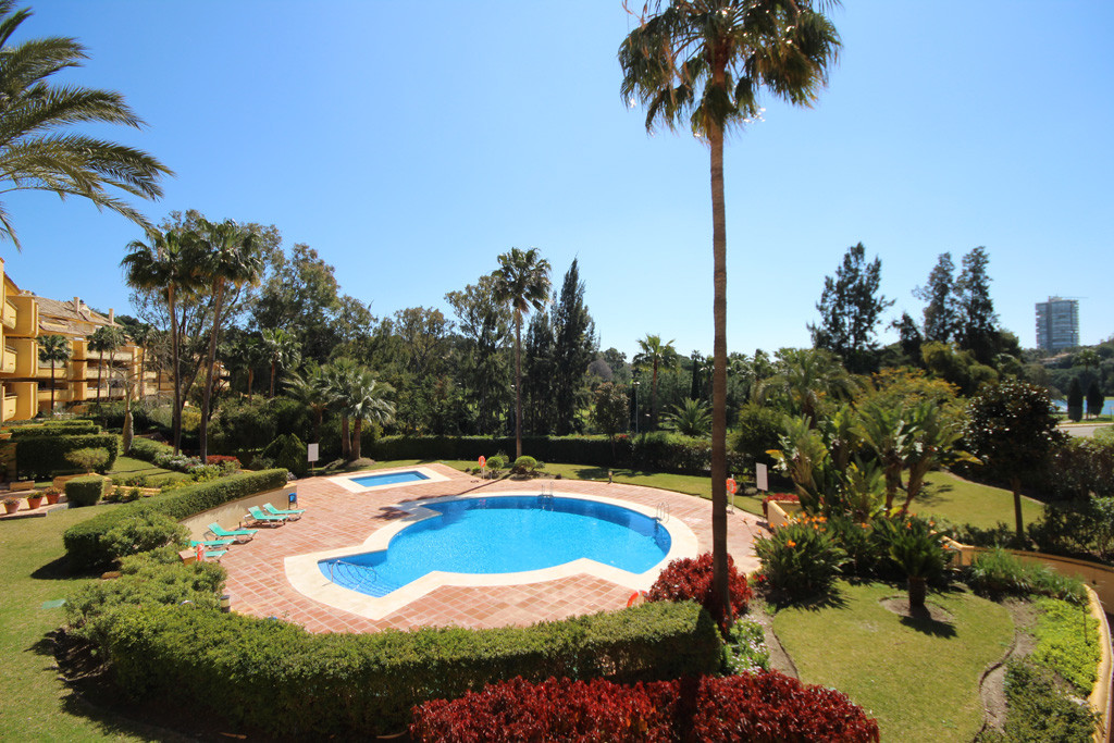 This superbly built and kept middle floor apartment within one of the best developments bordering Ri,Spain