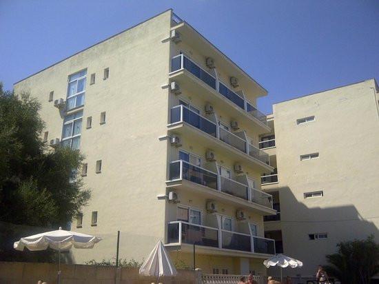 Hotel en Sarenal de Llucmajor  (Mallorca) dispone   de 95 habitaciones  dobles y 16 individuales  co,Spain