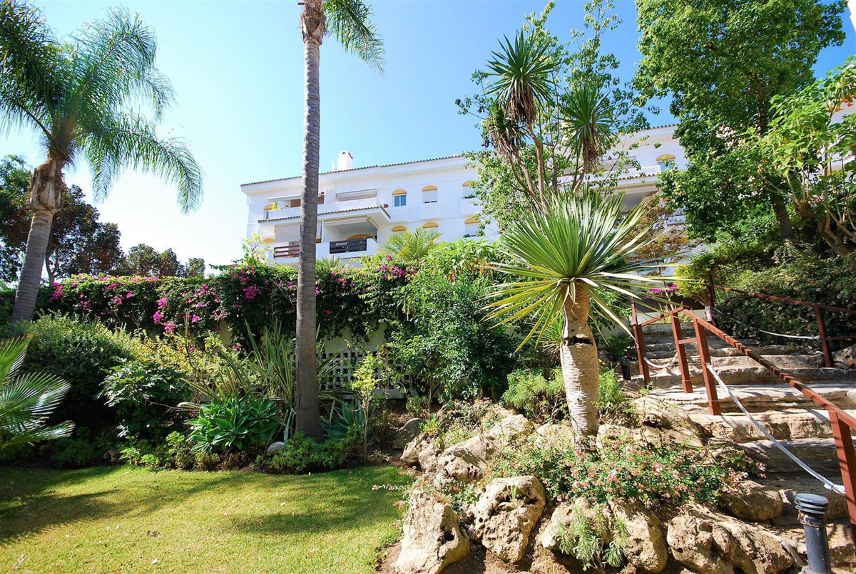 Middle Floor Apartment, Guadalmina Baja, Costa del Sol. 3 Bedrooms, 2 Bathrooms, Built 100 m², Terra, Spain