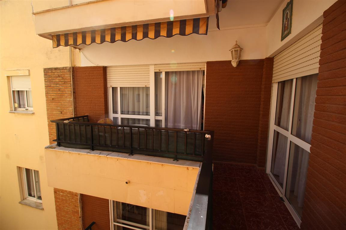 3 Bedroom apartment with spacious rooms and in excellent condition. It is perfectly situated only 20, Spain