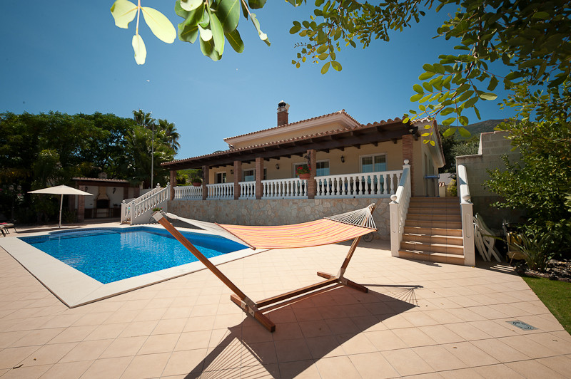 Originally listed at 630.000 € reduced now to 580.000€ for a quick sale  A well presented detached v,Spain