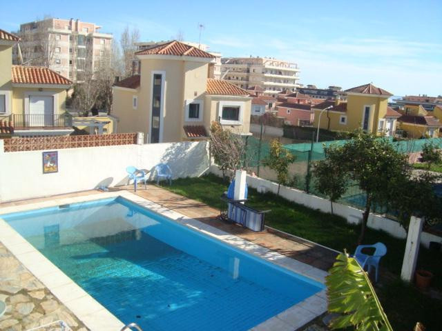 Located in a quiet residential area, for sale this property with 3 bedrooms, 2 bathrooms, large livi, Spain