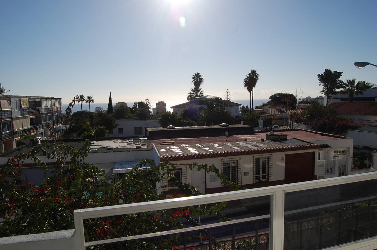 Close to Arroyo centre this 1 bedroom apartment has been fully refurbished, so everything is brand n,Spain