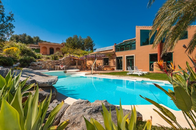 Originally listed for 2,675,000€ and recently reduced to 1,950,000€. Impressive finca situated in thSpain