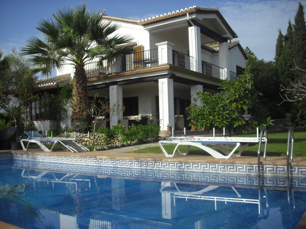 Beautiful Villa,  situated in a gated community, in a  residential area , next to schools, supermark,Spain