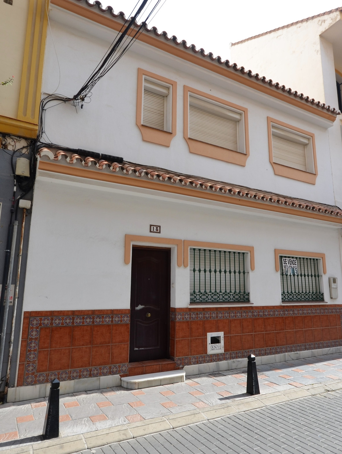 Detached house fantastically located in the heart of Fuengirola within walking distance to all the a,Spain