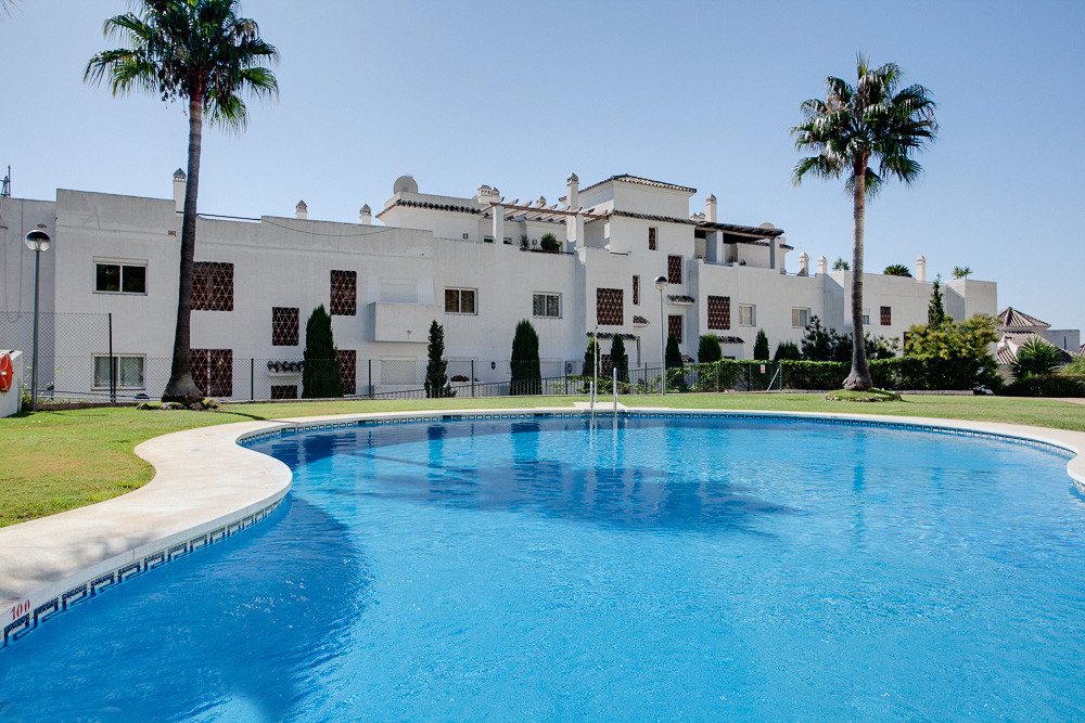 Fantastic two bedroom groundfloor apartment in the well known area of Selwo.  This amazing property , Spain