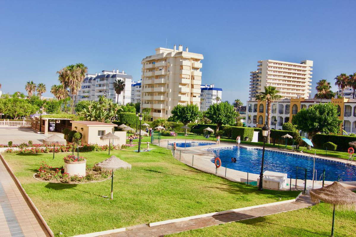 Great opportunity! Apartment located at only 50 meters to the beach. 2 bedrooms 1 bath. Refurbished., Spain