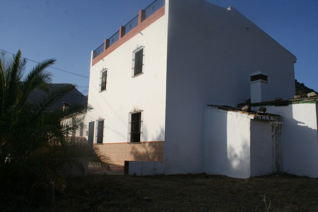 This property is large and has the potential of being a wonderful home. Downstairs there is a kitche,Spain