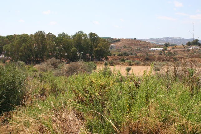 Flat building plot with license granted for a 450 m2 villa. Mountain views. Good access.  REDUCED FO,Spain