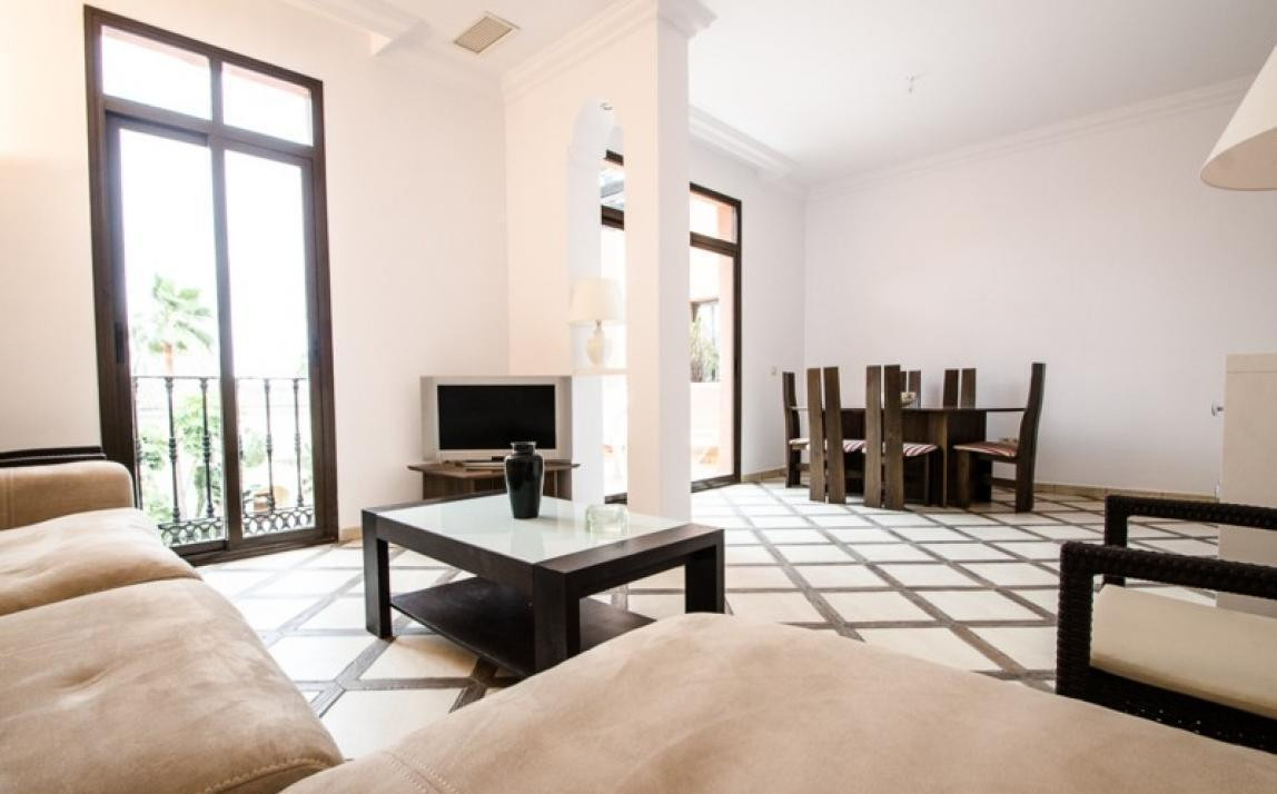 Beachside apartment, currently rented long term for a yield of 4.8%!  This two bedroom apartment is ,Spain