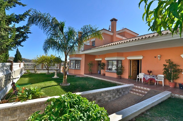 We offer this great villa within Mijas Golf. There is a total of 3 properties within this one villa.,Spain