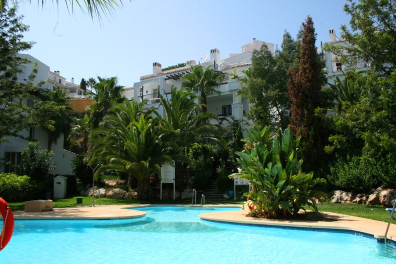 This first floor apartment in the ever popular Miraflores area is offered at a bargain price. The fa, Spain