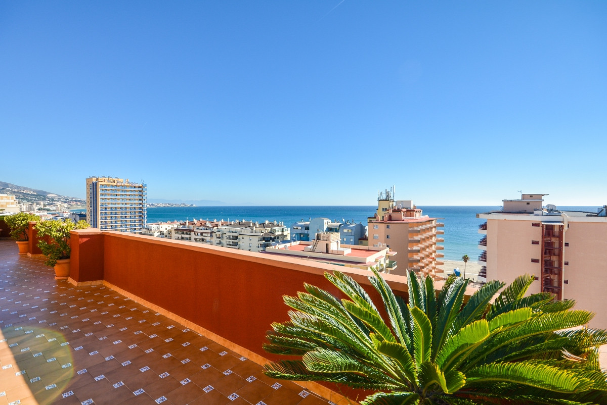 Amazing luxury penthouse close to the beach in Fuengirola, with wonderful panoramic views to the sea,Spain