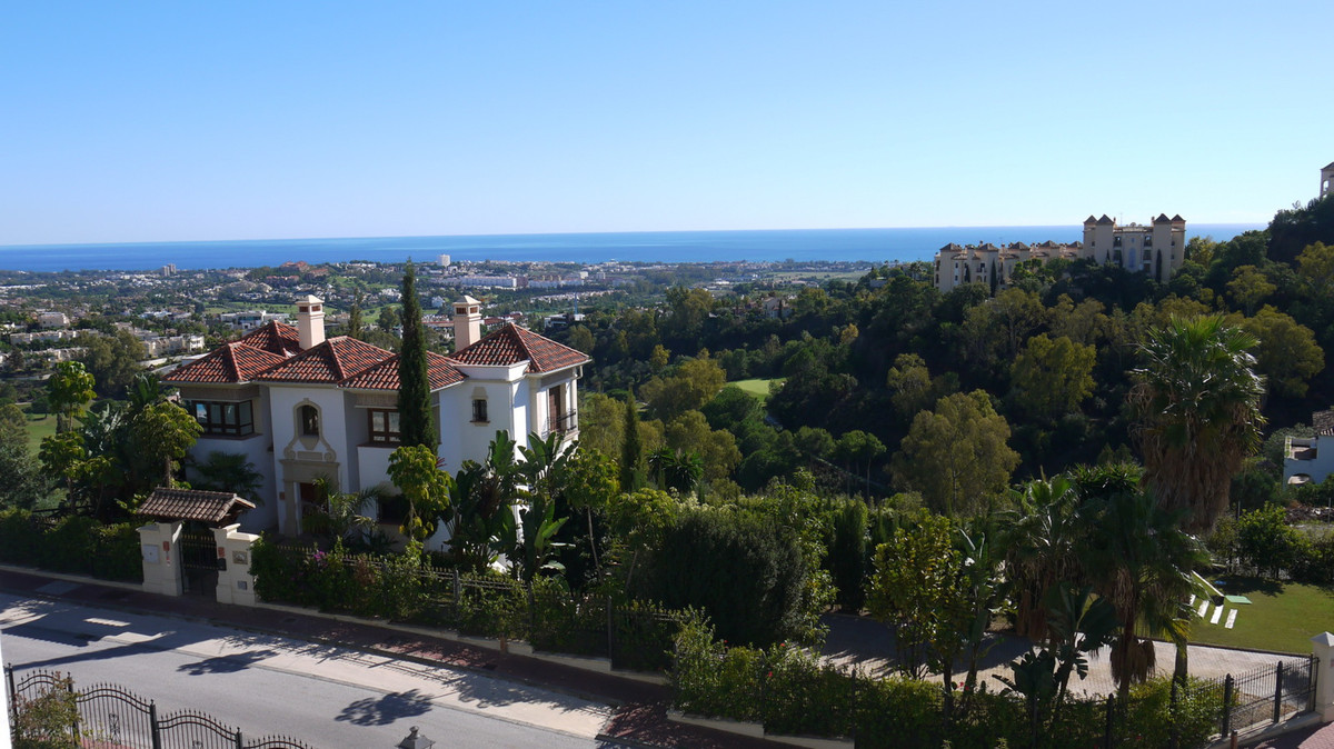A lovely bright spacious 2 bed roomed 2 bath roomed apartment set up on the Ronda Road with lovely v,Spain