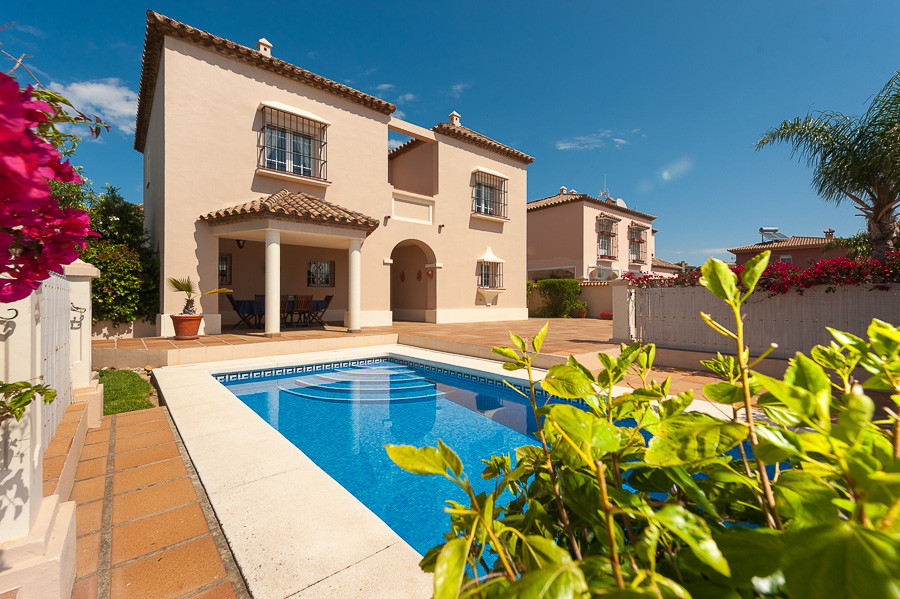 Fabulous 3 bedroom villa situated in the very pretty area of Alcaidesa. This beautifully presented S, Spain