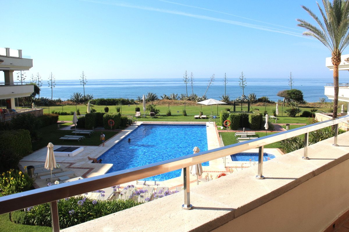 Stylish frontline beach apartment located in the sought after Guadalmansa Playa resort between Marbe, Spain