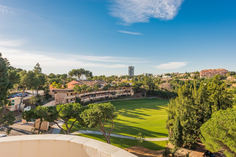 Apartment for sale in Rio Real Golf, Marbella East, with 3 bedrooms, 2 bathrooms and has a swimming ,Spain