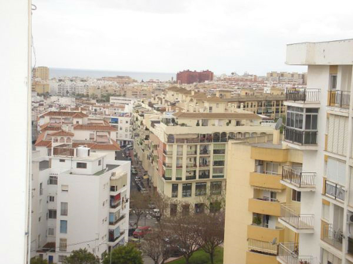 Cozy central apartment with sea views in Estepona. The property has an area of 87 sqm, 3 bedrooms an, Spain