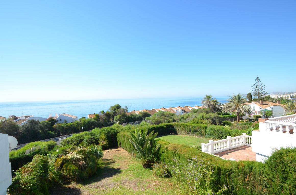 Charming villa, located in Bahia Dorada in an old established mature urbanization. Situated mid way ,Spain