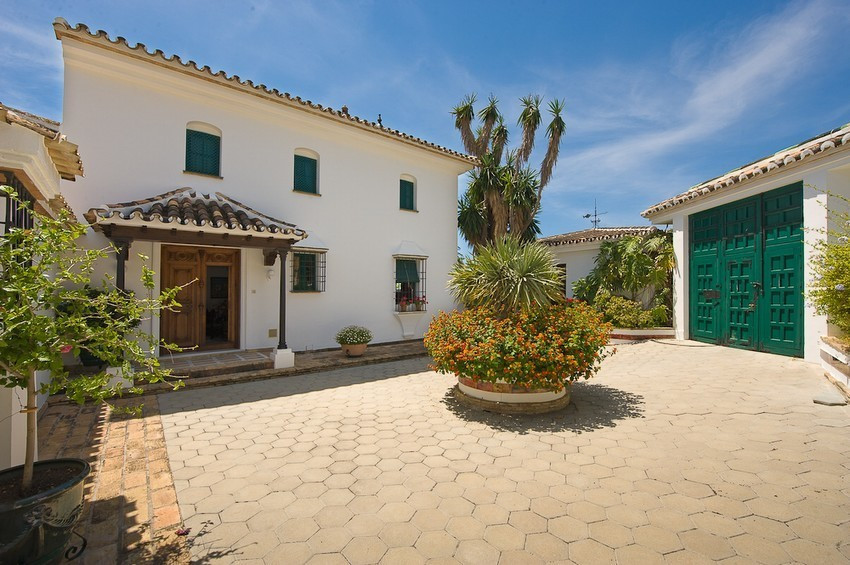 """Original price € 2,500,000 now reduced to € 1,600,000 € Fabulous villa situated in Benalmadena, Spain"